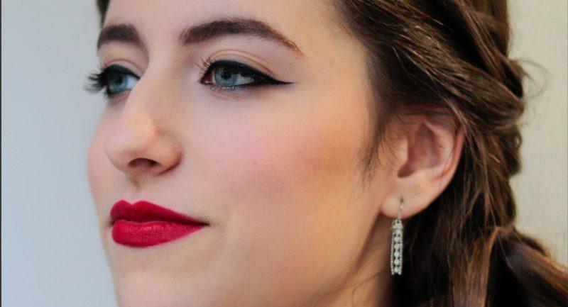 Eyeliner + labio rojo
